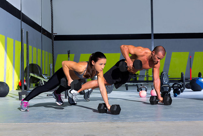核心力量训练方法 13个简单动作随时随地练起来