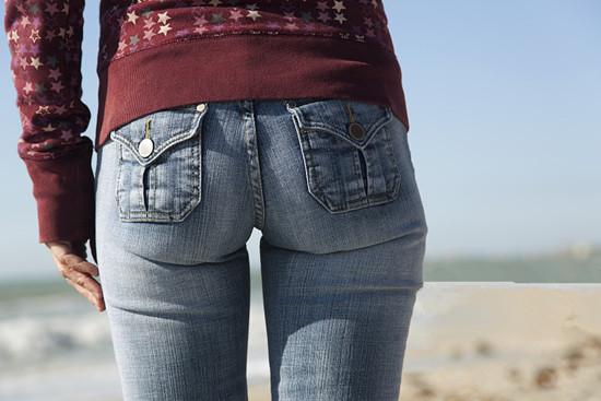 女性常穿紧身裤对身体有哪些危害 穿紧身裤对女人私处危害大