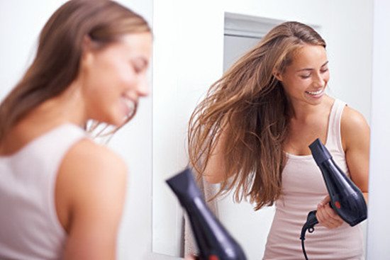 女性湿发睡觉引起面瘫 盘点女性湿发睡觉的危害有哪些