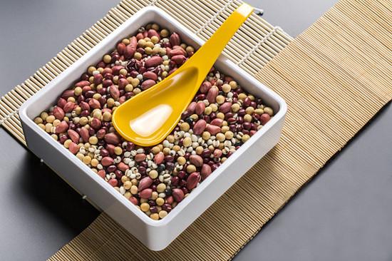 女性月经期可以喝红豆薏仁水吗 红豆薏仁水的功效是什么