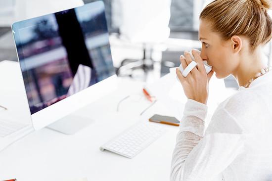 女人久坐有哪些危害呢 白领女性要警惕以下七种疾病的发生