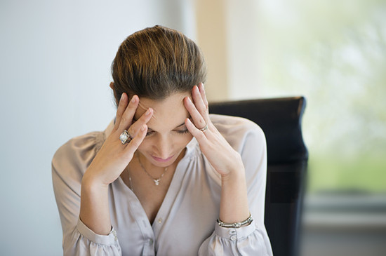 白领工作压力大易烦躁焦虑 女白领应如何预防更年期提前呢