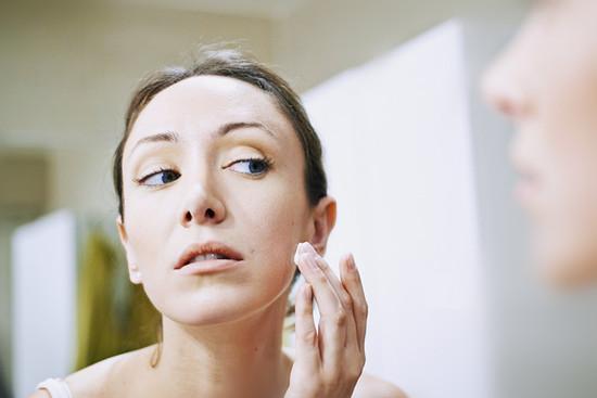 女人开始出现早衰有哪些症状 女人预防早衰应从生活习惯改变
