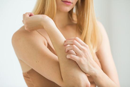 孕妇得了荨麻疹怎么办 孕妇患荨麻疹应注意用药谨慎和日常护理