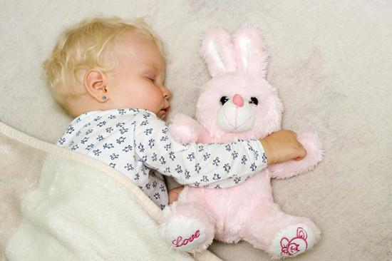 小孩子晚上睡觉老是醒来怎么回事 孩子频繁夜醒原因有几点