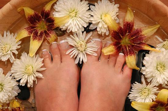 泡脚是养生还是慢性自杀 泡脚人人都适合吗泡脚要注意什么