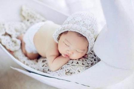 新生宝宝面部护理的注意事项