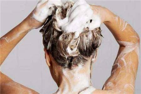 天渐暖头发出油渐加重,这样做减少头发出油