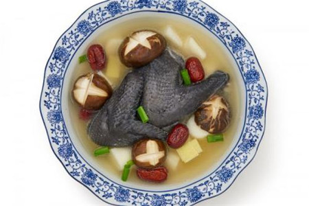 怎么炖乌鸡汤好吃,推荐三种乌鸡汤的做法