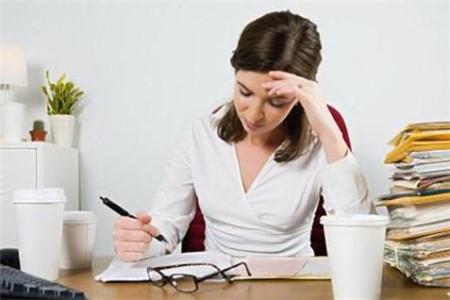 职场女性天天久坐伤身,谨防四大危害