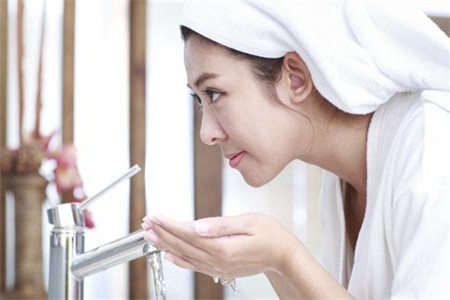 洗脸用洁面乳就行,这些是洗脸常犯的错误