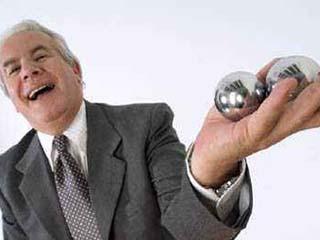健身手球有什么好处 玩球让中老年人手指头脑更灵活