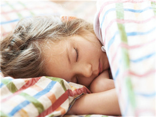冬天发烧要不要盖被子 宝宝冬天发烧莫犯这6大误区