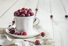 女人吃蔓越莓有什么好处 女人常吃蔓越莓能养颜抗衰老