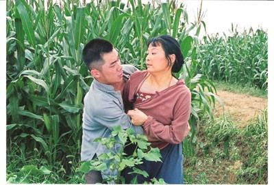 风流寡妇太销魂 不断呻吟让我瘫软在无人的玉米地里