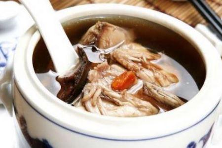 冬季养生多喝鹌鹑蘑菇汤